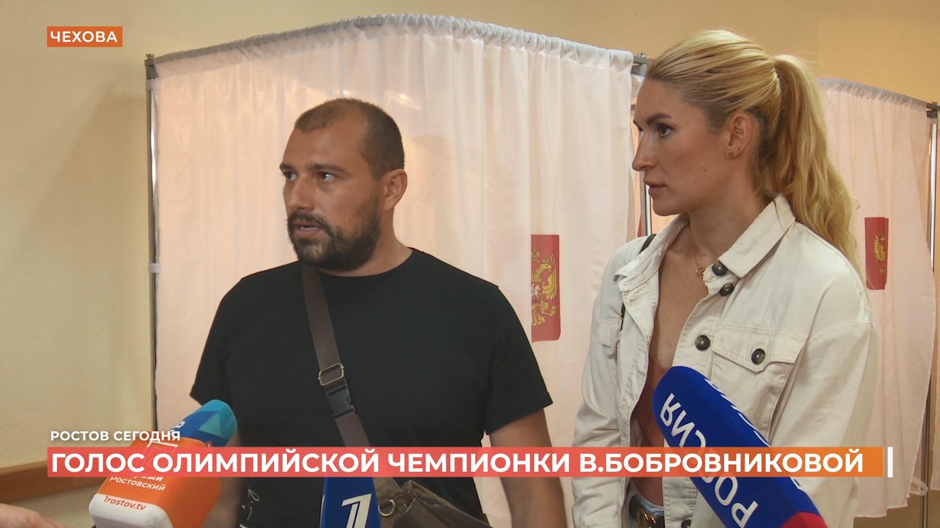 Олимпийская чемпионка В. Бобровникова проголосовала вместе с мужем-итальянцем