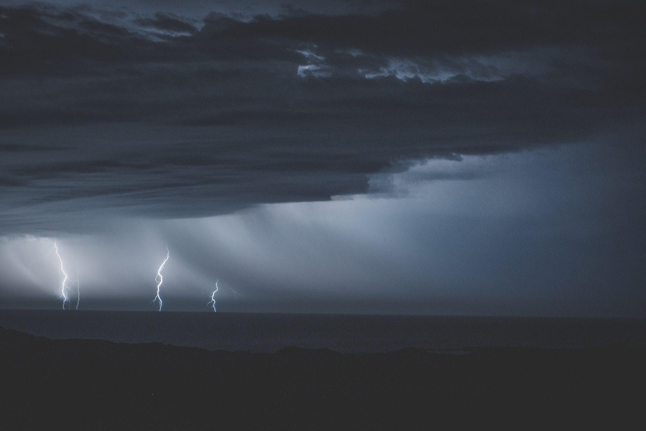 СМИ: три человека стали жертвами шторма «Эльза» в Карибском море