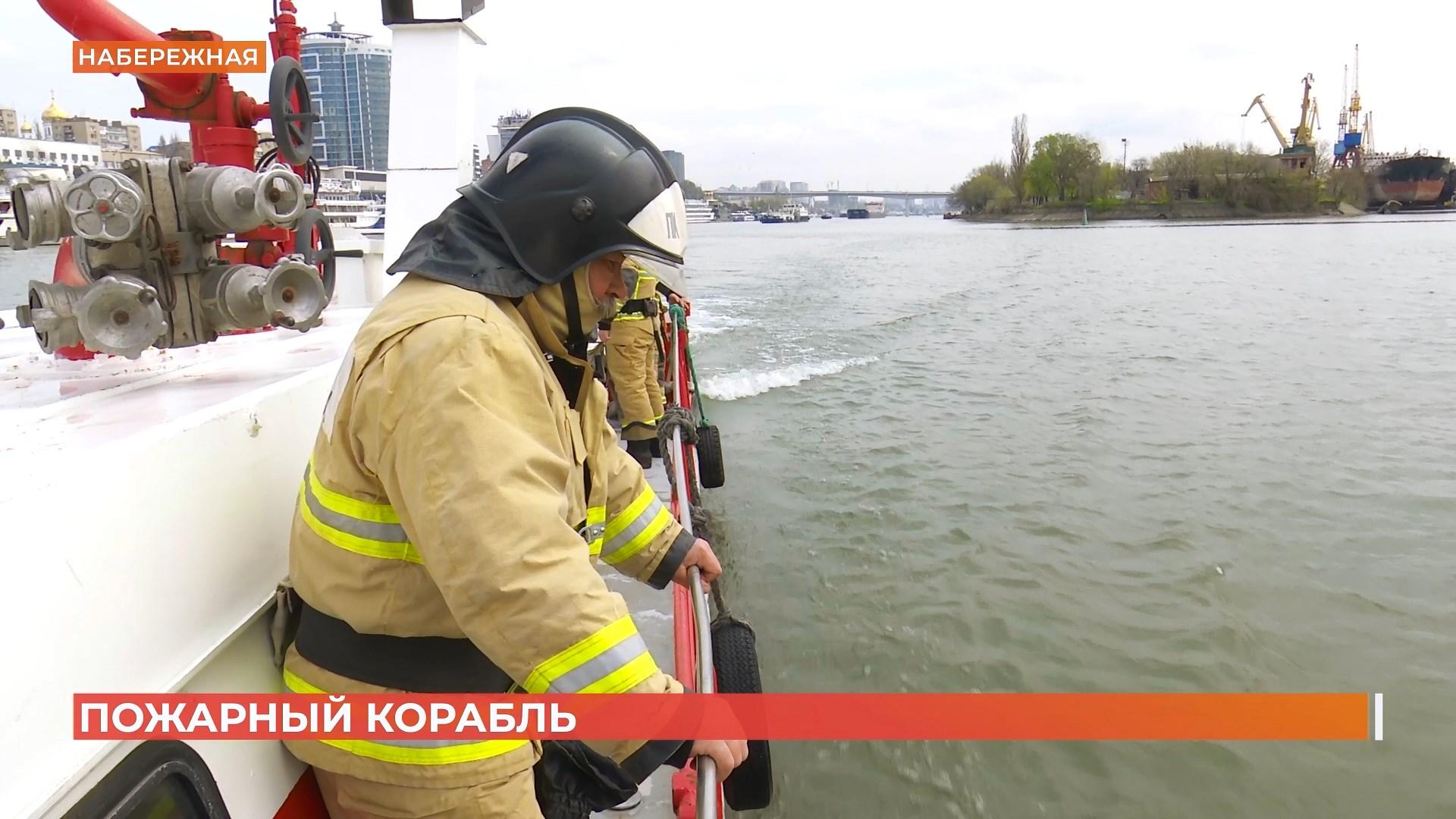 Один день с пожарными: как тушат огонь на воде