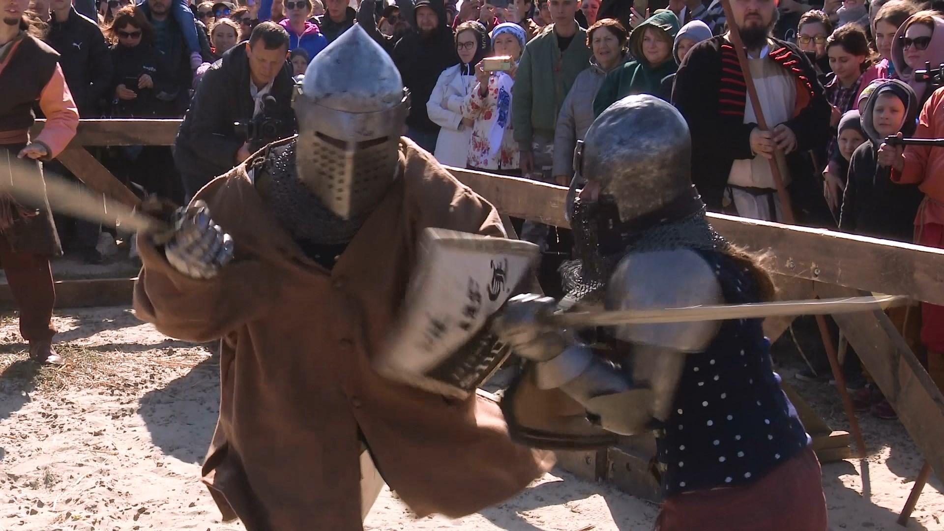 Битву рыцарей устроили ростовские реконструкторы